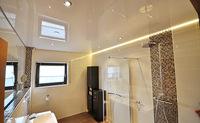парящий натяжной потолок на кухню